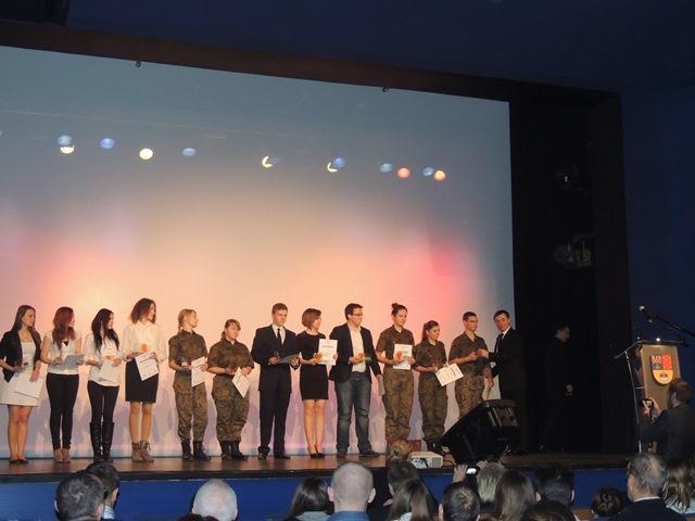 Uczniowie mickiewicza nagrodzeni podczas i gali wolontariatu